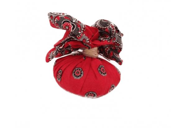 Kruidenbuil in een rode zak