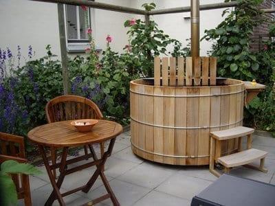houten hottub van Storvatt in de tuin